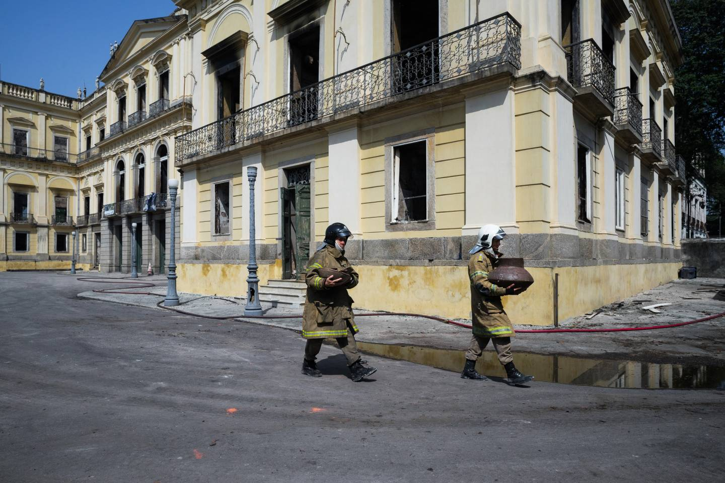Firefighters carry out artifacts  Firefighters salvage artifacts lost in the fire that destroyed Brazil's National Museum.